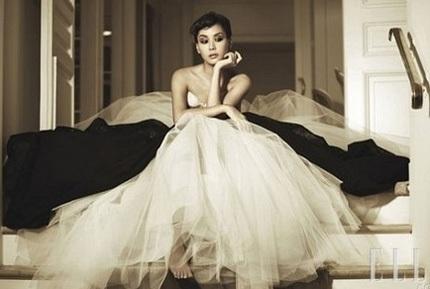Go So Young sẽ mặc váy cưới của Oscar de la Renta - 1