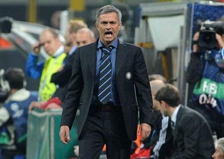 Balotelli ném áo đầy bất mãn trong ngày Inter đại thắng - 2