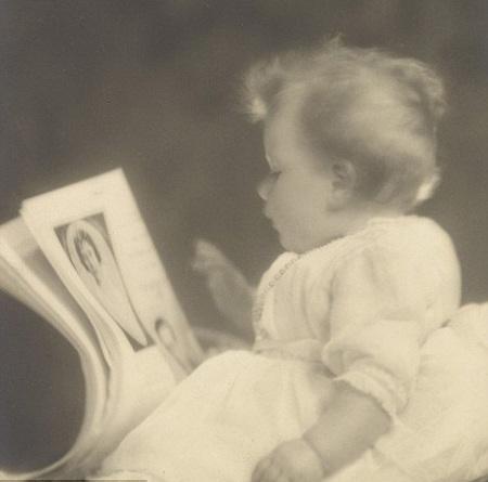 Tiết lộ ảnh ngộ nghĩnh thời thơ ấu của Nữ hoàng Anh - 1