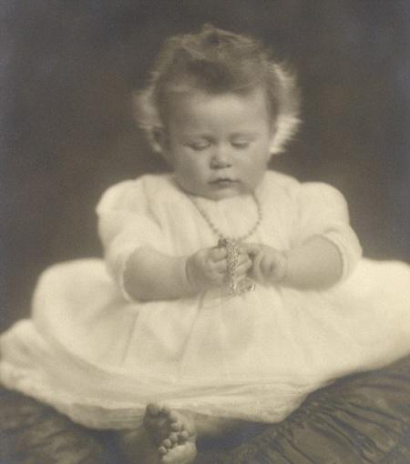 Tiết lộ ảnh ngộ nghĩnh thời thơ ấu của Nữ hoàng Anh - 2
