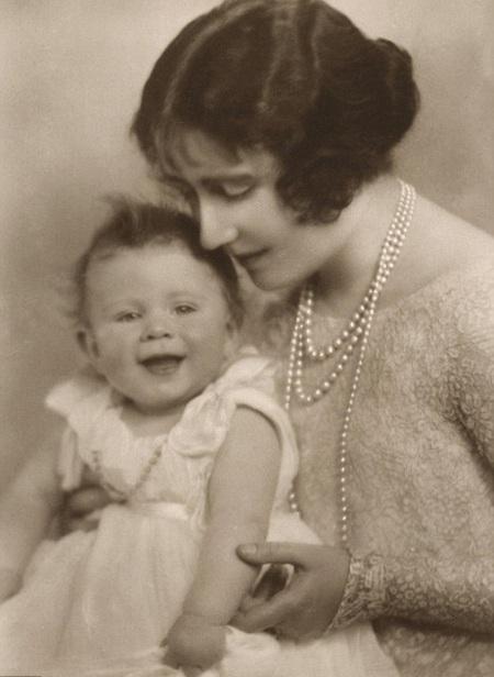 Tiết lộ ảnh ngộ nghĩnh thời thơ ấu của Nữ hoàng Anh - 7
