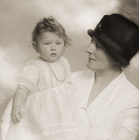 Tiết lộ ảnh ngộ nghĩnh thời thơ ấu của Nữ hoàng Anh - 4