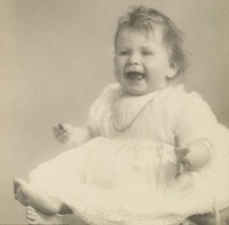 Tiết lộ ảnh ngộ nghĩnh thời thơ ấu của Nữ hoàng Anh - 3