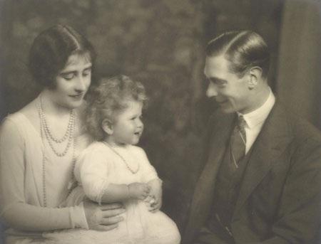 Tiết lộ ảnh ngộ nghĩnh thời thơ ấu của Nữ hoàng Anh - 8