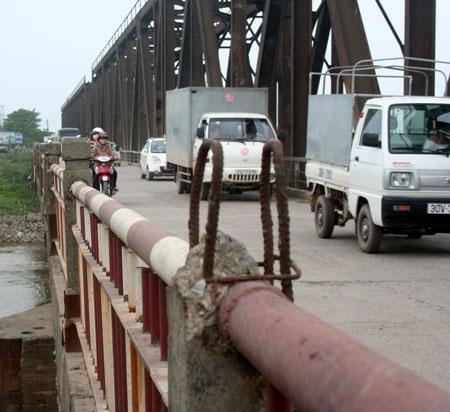 """""""Run bần bật"""" khi qua cầu Đuống - 9"""