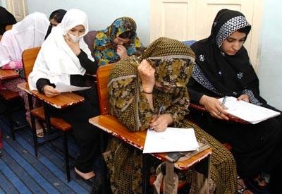 80 nữ sinh Afghanistan bị ốm do hít phải khí lạ  - 1