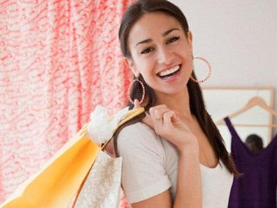 Phụ nữ dành 3 năm cuộc đời để mua sắm - 1