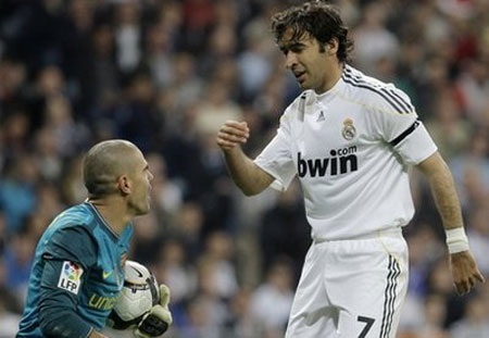 Raul và Van Der Vaart sớm kết thúc mùa giải - 1