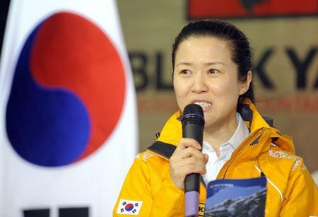 Người phụ nữ đầu tiên chinh phục 14 đỉnh núi cao nhất Himalaya - 2