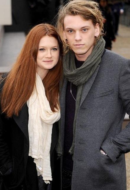 """Ginny của """"Harry Potter"""" đã đính hôn? - 1"""
