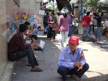 Hút thuốc nơi công cộng: lệnh cứ cấm, người cứ hút   - 2