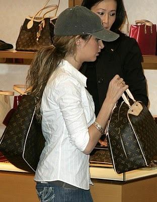 Ngắm bộ sưu tập túi Louis Vuitton của Ashley Tisdale - 16