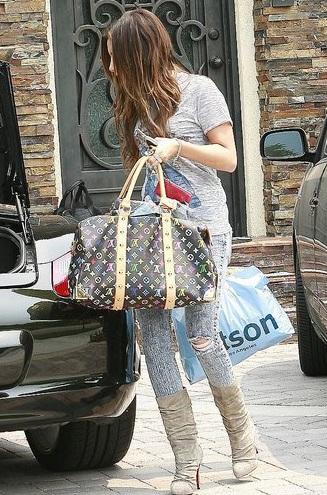 Ngắm bộ sưu tập túi Louis Vuitton của Ashley Tisdale - 6