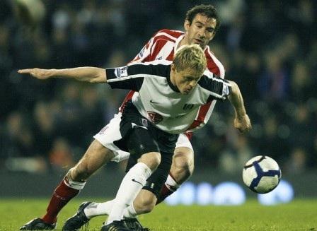 """Đội hình """"lột xác"""" thành công nhất Ngoại hạng Anh 2009/10 - 3"""