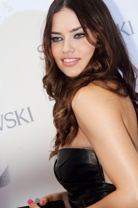 Adriana Lima xinh đẹp tại Madrid - 4