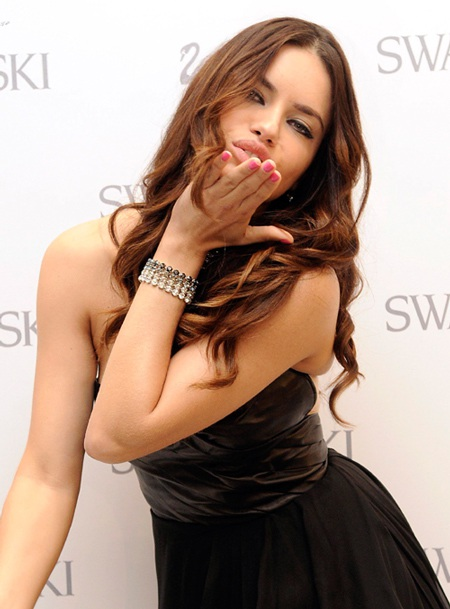 Adriana Lima xinh đẹp tại Madrid - 10