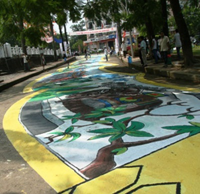 Gần 130 họa sĩ vẽ bức tranh dài 60m - 1