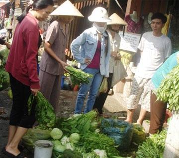 """TPHCM: """"Choáng"""" vì giá rau củ tăng quá cao  - 1"""