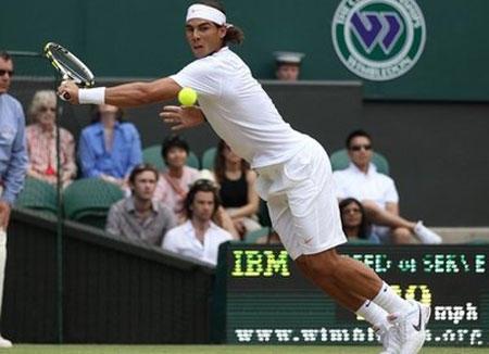 Nadal lại thoát hiểm, Serena tái đấu Sharapova - 1