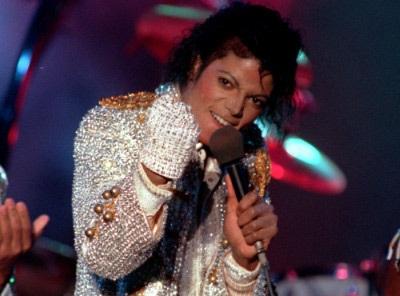 Bán đấu giá hiện vật của Michael Jackson thu về gần 1 triệu USD - 1