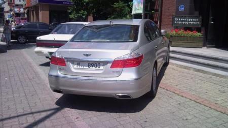 Hyundai Genesis bản 2011 dùng cần số giống BMW - 3