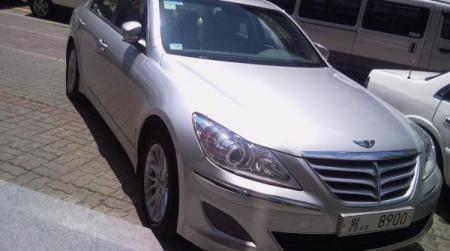Hyundai Genesis bản 2011 dùng cần số giống BMW - 1