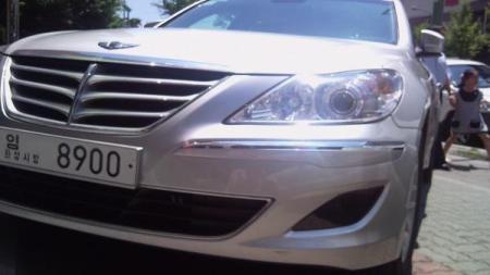 Hyundai Genesis bản 2011 dùng cần số giống BMW - 2