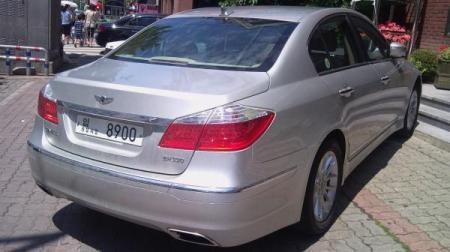 Hyundai Genesis bản 2011 dùng cần số giống BMW - 4