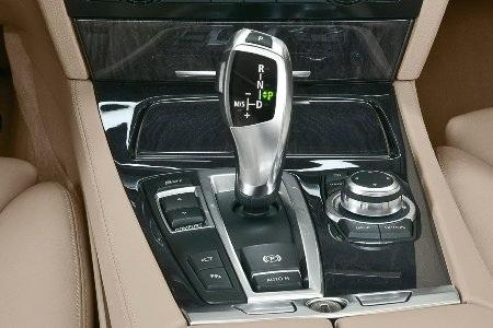 Hyundai Genesis bản 2011 dùng cần số giống BMW - 9