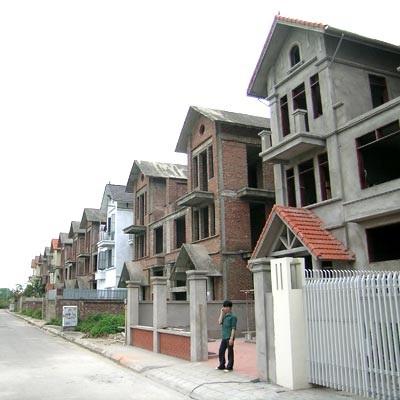 """Thị trường bất động sản: Sống chung với """"sóng"""" - 1"""