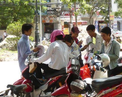 Nhiều sinh viên bán đáp án đề thi ĐH - 1