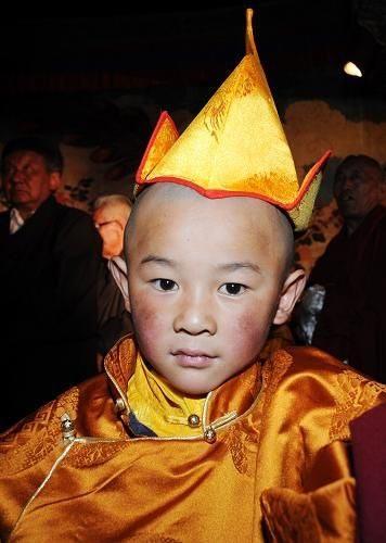 Cậu bé 4 tuổi được phong Phật sống Tây Tạng - 1