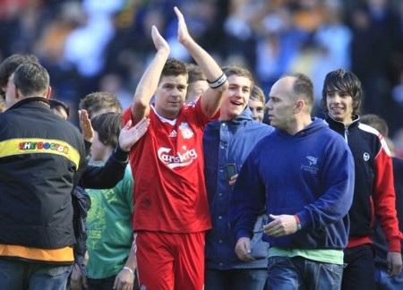 Liverpool hớn hở vì giữ chân được Gerrard - 1
