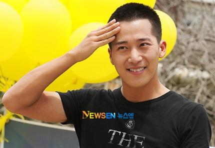 Lee Wan chia tay fan lên đường nhập ngũ - 6