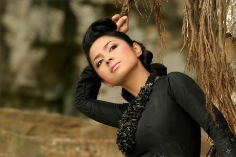 Ngắm Việt Trinh đẹp lạ lùng trong bộ ảnh mới - 1