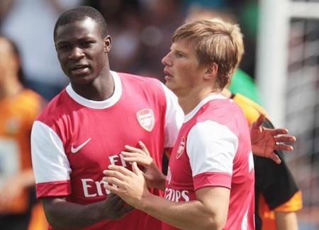 Tân binh trình làng, Arsenal đè bẹp Barnet - 1