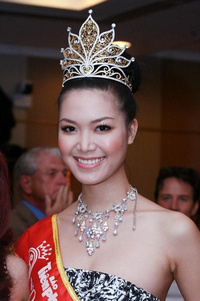 Thùy Dung nổi bật với vương miện Hoa hậu - 4