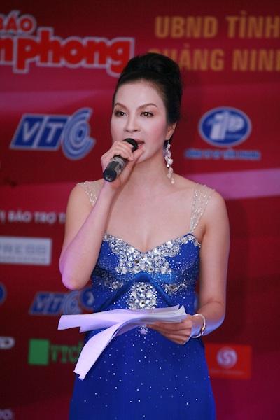 Thùy Dung nổi bật với vương miện Hoa hậu - 7