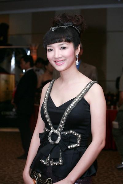Thùy Dung nổi bật với vương miện Hoa hậu - 8