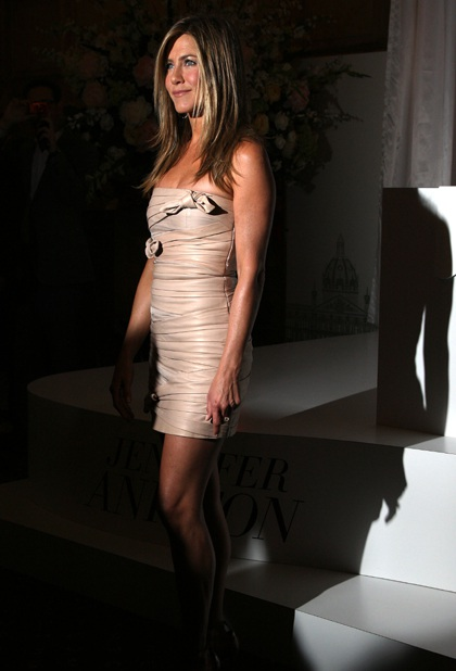 Jennifer Aniston quảng cáo nước hoa mới tại Anh - 10