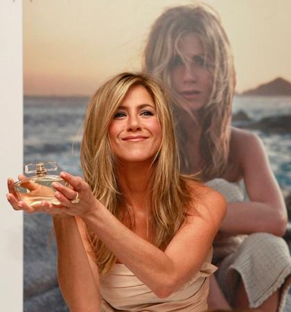 Jennifer Aniston quảng cáo nước hoa mới tại Anh - 3