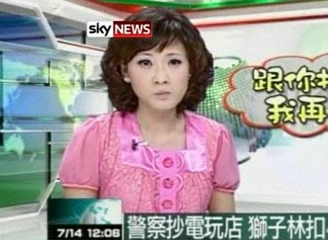 Phát thanh viên truyền hình nuốt muỗi trên chương trình trực tiếp  - 2