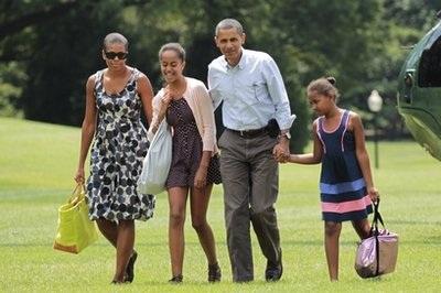 Tổng thống Obama muốn con gái làm người trông trẻ - 1