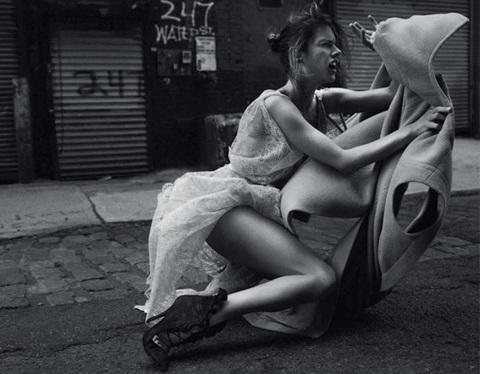 Chùm ảnh đen trắng ấn tượng của Alessandra Ambrosio  - 12