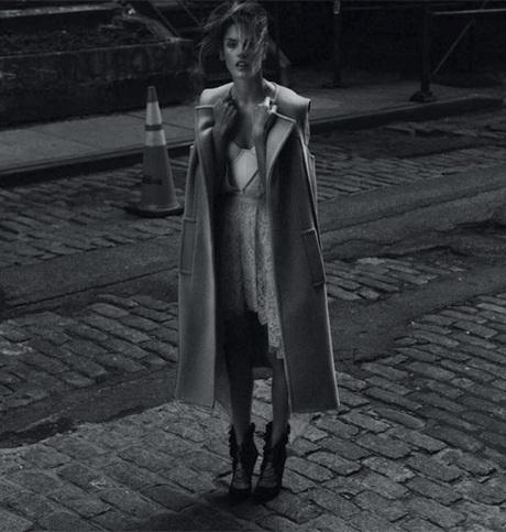 Chùm ảnh đen trắng ấn tượng của Alessandra Ambrosio  - 1