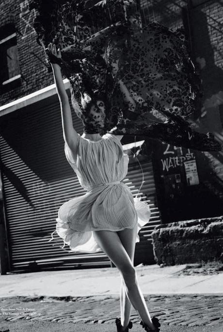 Chùm ảnh đen trắng ấn tượng của Alessandra Ambrosio  - 16
