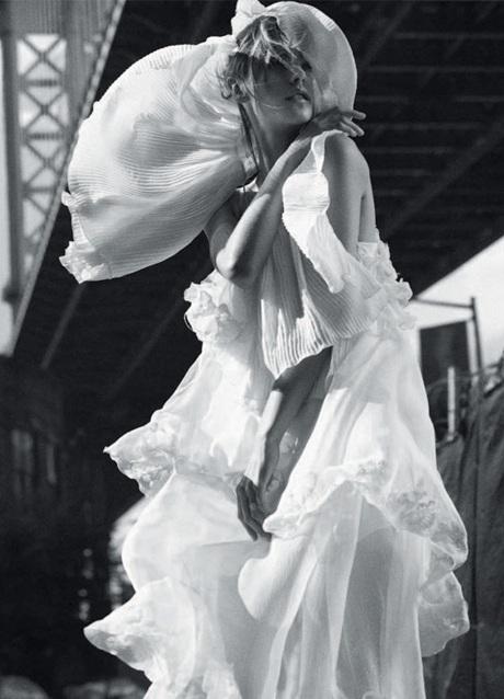 Chùm ảnh đen trắng ấn tượng của Alessandra Ambrosio  - 3