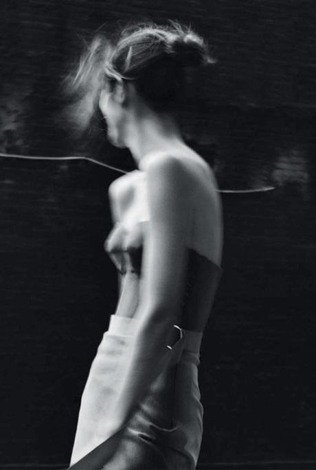 Chùm ảnh đen trắng ấn tượng của Alessandra Ambrosio  - 7