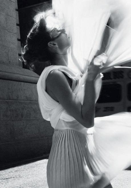 Chùm ảnh đen trắng ấn tượng của Alessandra Ambrosio  - 8