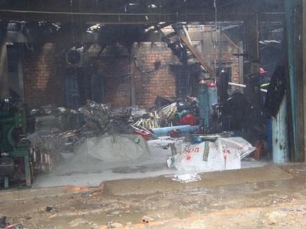 Cháy rụi một xưởng sản xuất khung xe đạp  - 3